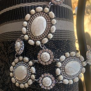 Jewelry - Beautiful Statement Neclace